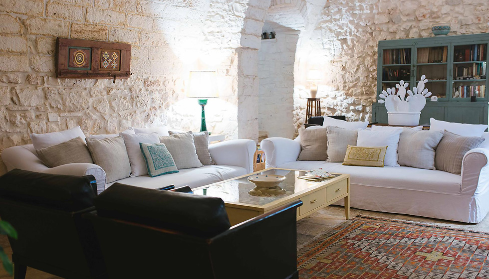 "Masseria Cervarolo: a stylish 16th-century farmhouse with ""trulli"" in Puglia"